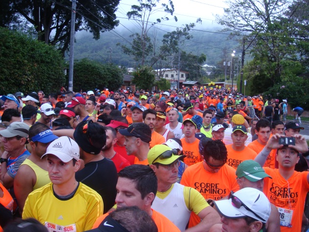 Km 0: Over three thousand runners line up in Tres Ríos