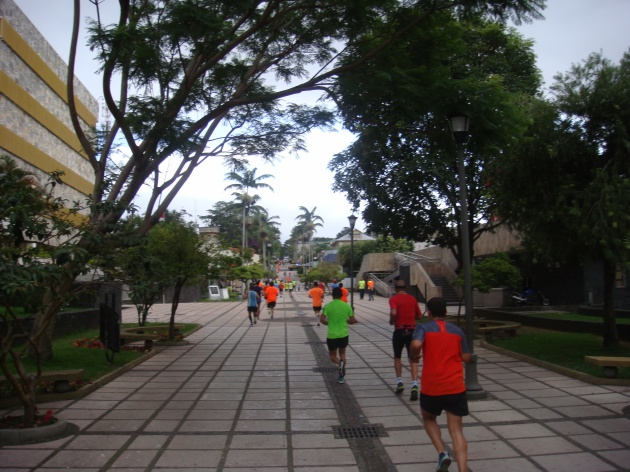 14k: Running through la Asamblea Legislativa in the heart of San José